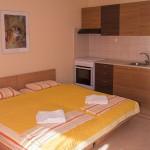 Ενοικιαζόμενα Δωμάτια στη Χαλκιδική, στην Νέα Ηράκλεια. Ήσυχο περιβάλλον, ολοκαίνουρια δωμάτια, καθαρές παραλίες με βελούδινη άμμο και καταγάλανα νερά.